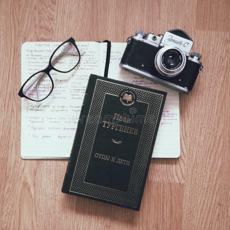 Cuaderno del libro de los vidrios imagen de archivo libre de regalías