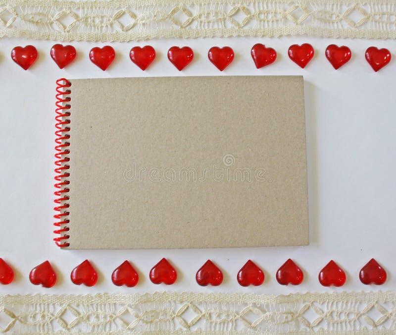 Cuaderno en un fondo blanco imagen de archivo
