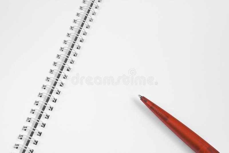 Cuaderno espiral con la pluma fotos de archivo libres de regalías