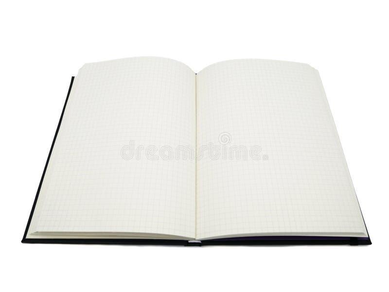 Cuaderno negro, papel cuadriculado en blanco con las líneas cuadradas es lado abierto de dos páginas en el fondo blanco y aislado imagen de archivo libre de regalías