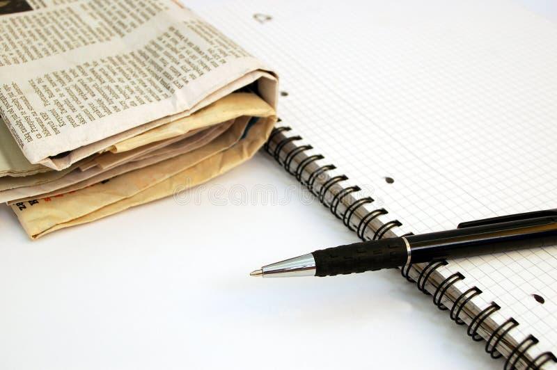Cuaderno, pluma y periódico #1 foto de archivo libre de regalías