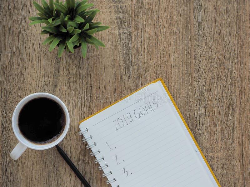 cuaderno y Año Nuevo de 2019 metas fotografía de archivo libre de regalías
