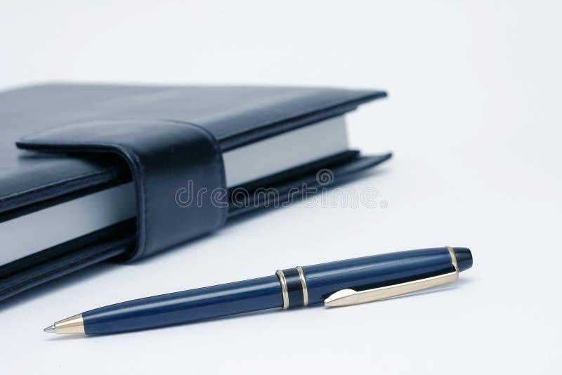Cuaderno y detalle de la pluma fotografía de archivo libre de regalías