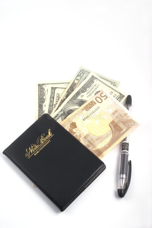Cuaderno y dinero imagen de archivo libre de regalías