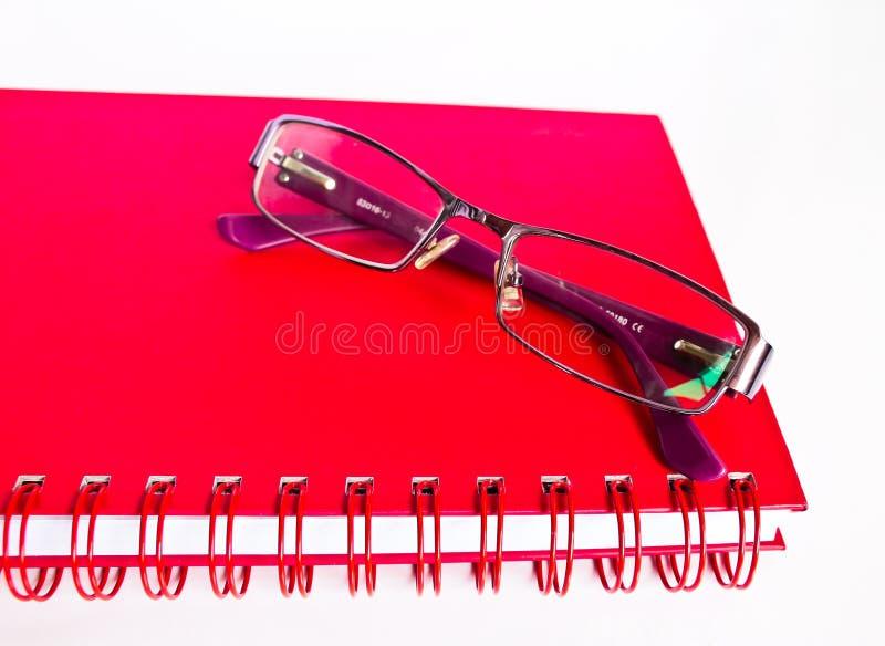 Cuaderno Y Lentes. Imagen de archivo libre de regalías