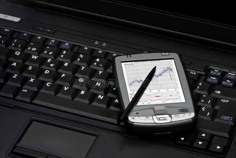 Cuaderno y PDA imágenes de archivo libres de regalías