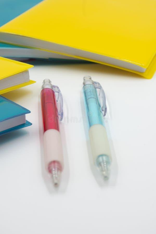 Cuadernos coloridos De nuevo a escuela fotografía de archivo libre de regalías