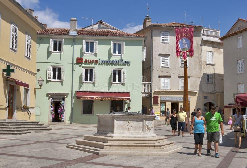 Cuadrado central de la ciudad de Krk imagen de archivo