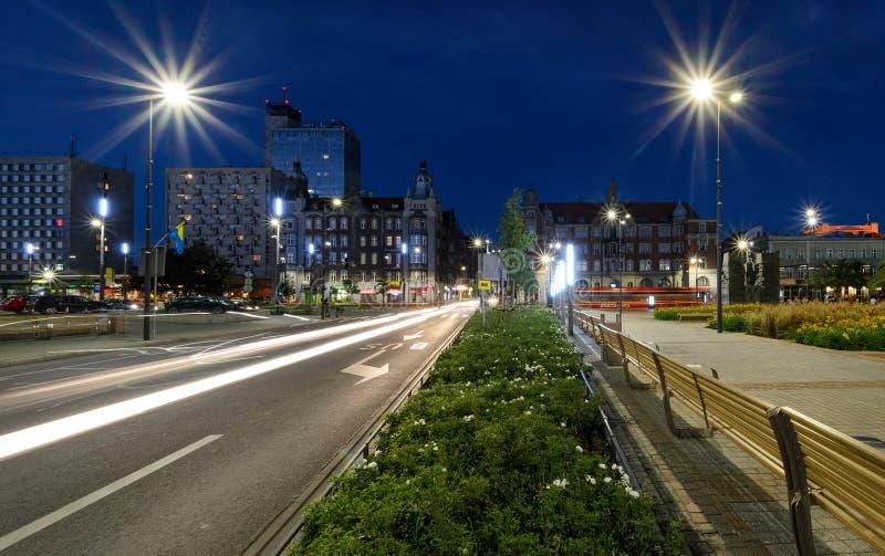 Cuadrado central del Katowice después de la puesta del sol imagen de archivo