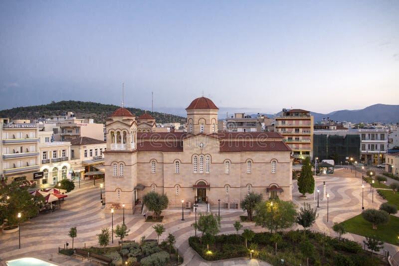 Cuadrado central en Argos, Grecia Vista del cuadrado del santo Andrew Agios Andreas, la plaza principal de la ciudad de Argos, Pe imagenes de archivo