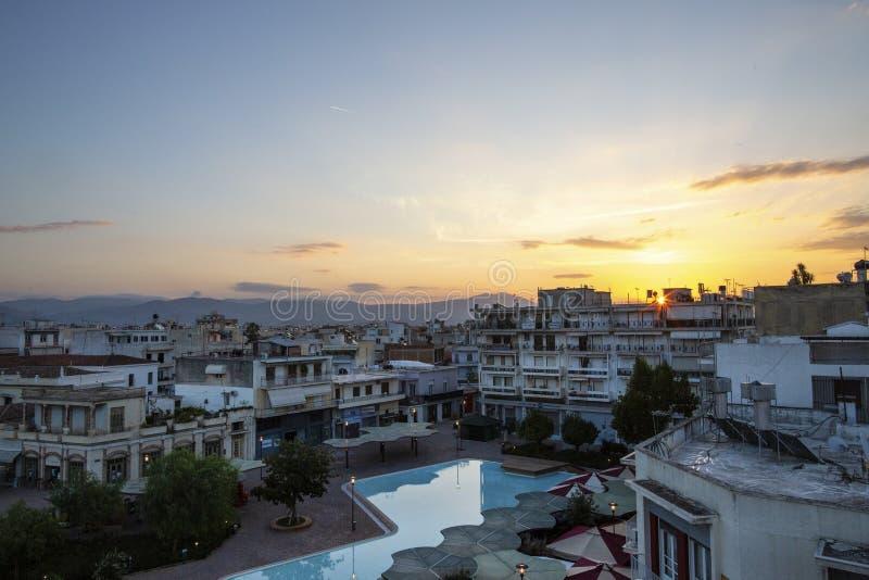Cuadrado central en Argos, Grecia Vista del cuadrado del santo Andrew Agios Andreas, la plaza principal de la ciudad de Argos, Pe fotografía de archivo