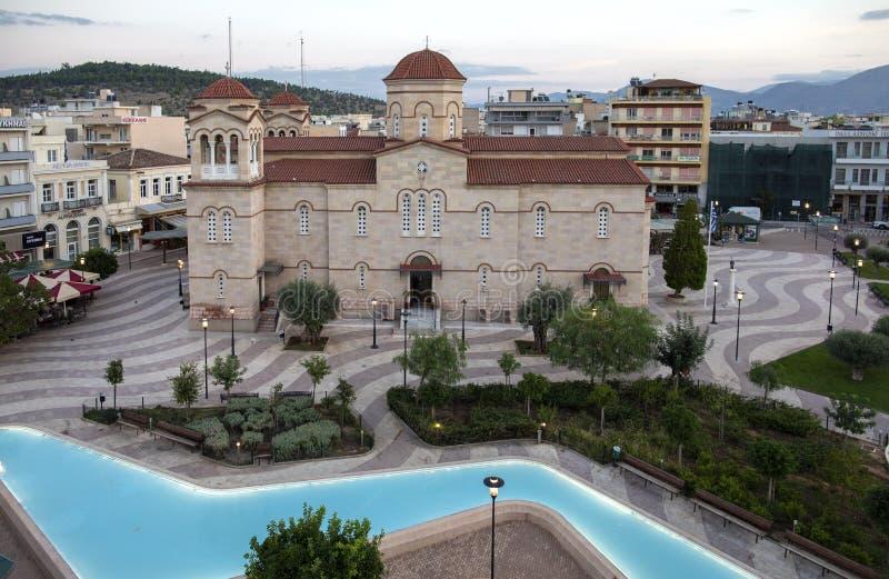Cuadrado central en Argos, Grecia Vista del cuadrado del santo Andrew Agios Andreas, la plaza principal de la ciudad de Argos, Pe imagen de archivo