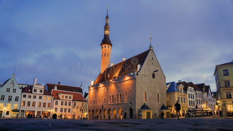 Cuadrado de ayuntamiento en Tallinn, Estonia imagen de archivo