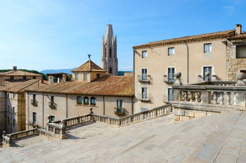 Cuadrado de la catedral en el centro histórico de Girona, España imagen de archivo libre de regalías