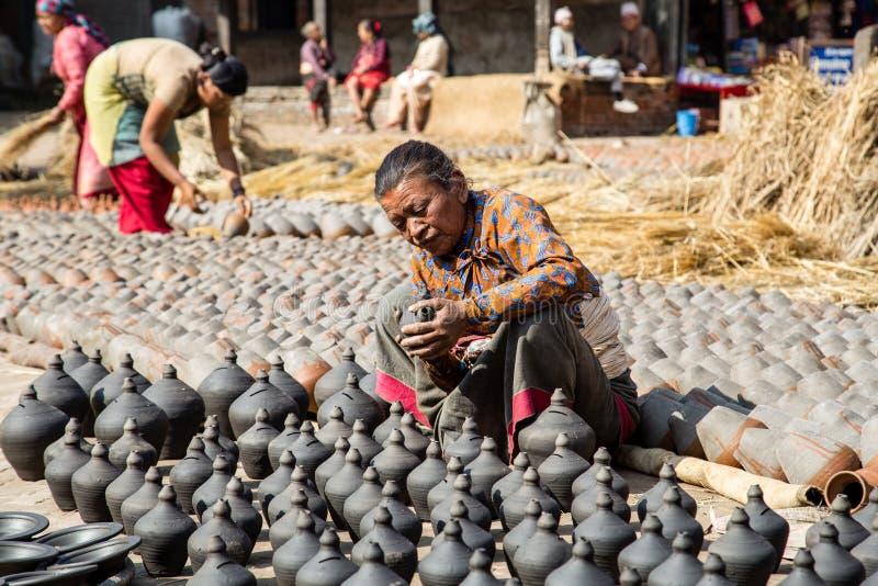 Cuadrado de la cerámica en Bhaktapur, Nepal fotos de archivo