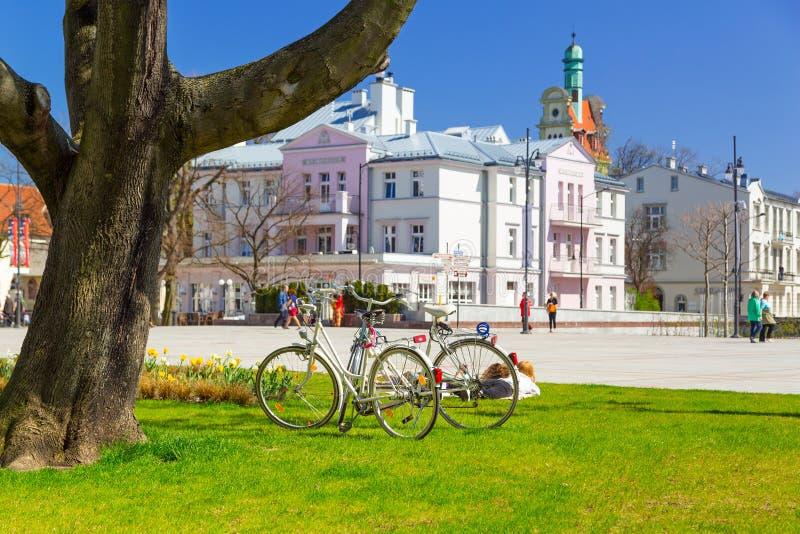 Cuadrado de la ciudad vieja con arquitectura hermosa en Sopot fotos de archivo