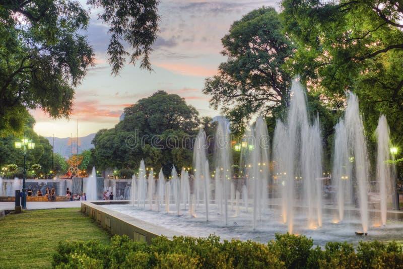 Cuadrado de la independencia en la ciudad de Mendoza, la Argentina foto de archivo