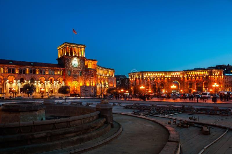 Cuadrado de la república en Ereván, Armenia en la noche fotografía de archivo libre de regalías