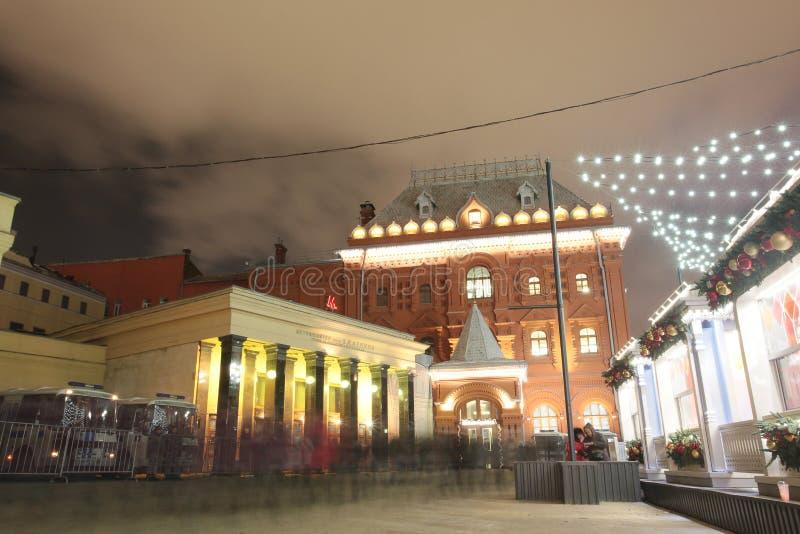 Cuadrado de la revolución en Moscú en la Navidad Rusia imagenes de archivo