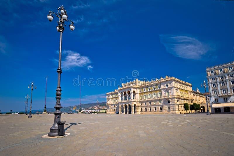 Cuadrado de la UNITA d Italia de la plaza en la opinión de Trieste imagen de archivo