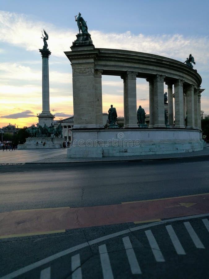 Cuadrado de los h?roes en Budapest imagen de archivo