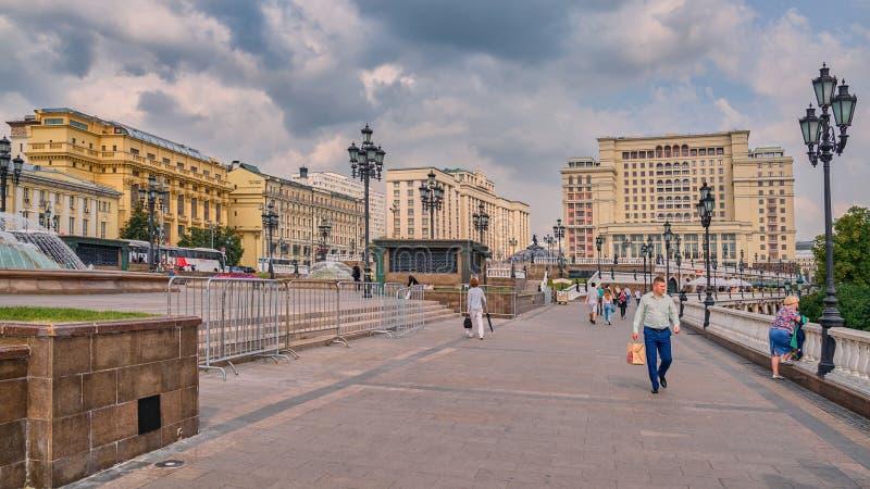 Cuadrado de Manezhnaya, Duma Estatal y cuatro estaciones hotel, Moscú, Rusia foto de archivo libre de regalías