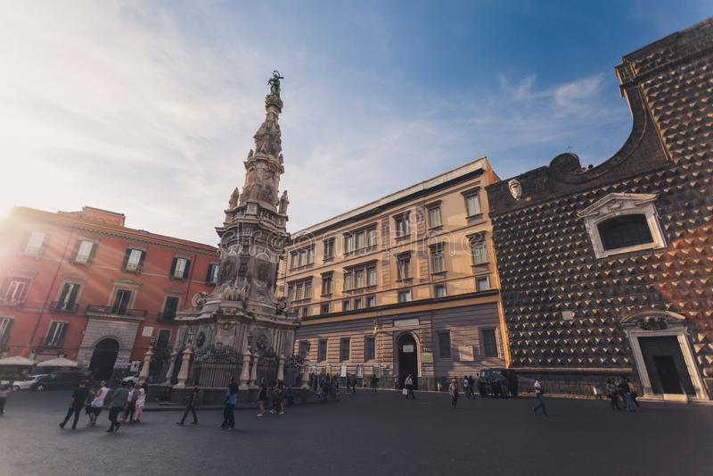 Cuadrado de Piazza del Gesù con el sunflare fotografía de archivo