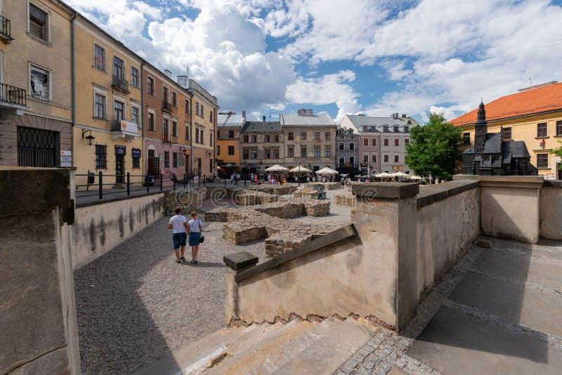 Cuadrado de Plac po Farze en la más vieja parte de la ciudad vieja de Lublin imágenes de archivo libres de regalías