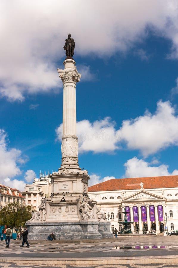 Cuadrado de Rossio con la estatua de Dom Pedro IV imagenes de archivo