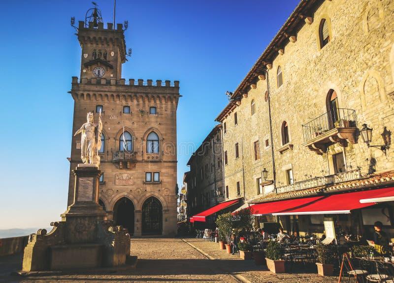Cuadrado de San Marino de los di San Marino de Palazzo Pubblico - de Repubblica fotos de archivo libres de regalías