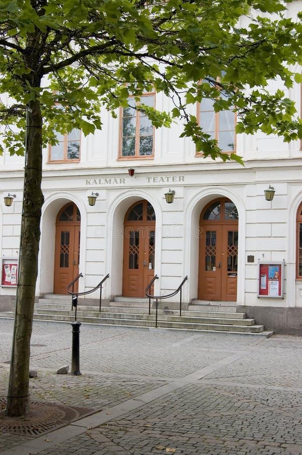 Cuadrado de Suecia Kalmar con el teatro y el árbol imágenes de archivo libres de regalías