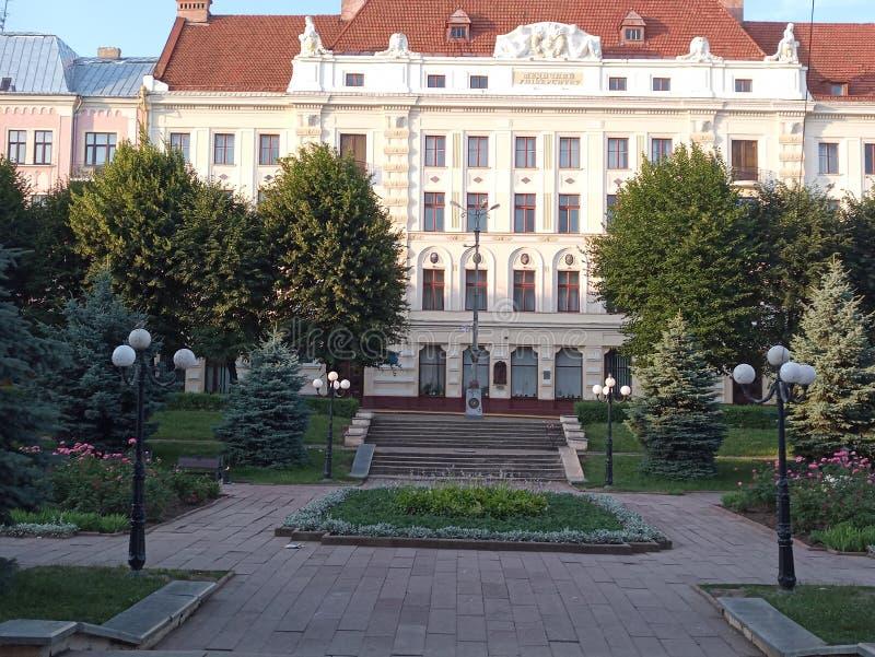 Cuadrado de teatro de la mañana de Chernivtsi imagenes de archivo