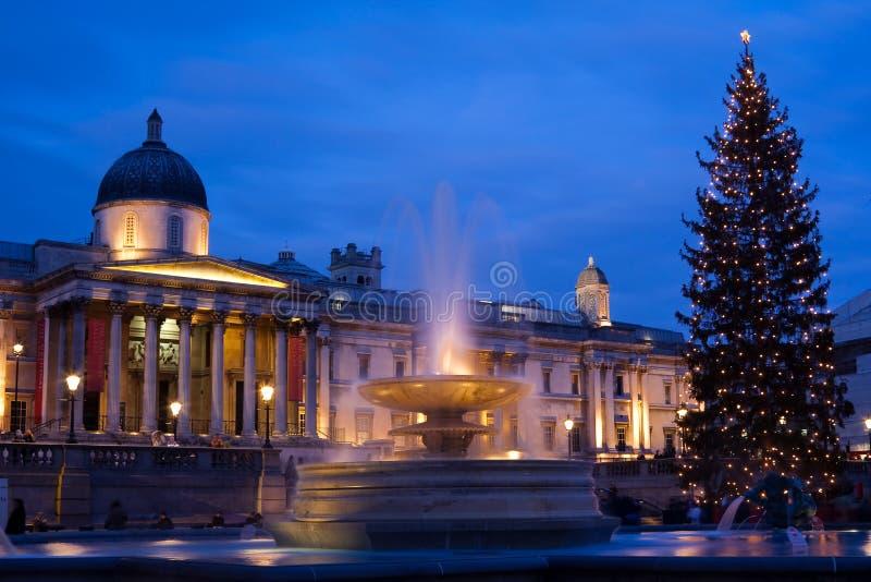 Cuadrado de Trafalgar en la Navidad con el árbol de navidad foto de archivo libre de regalías