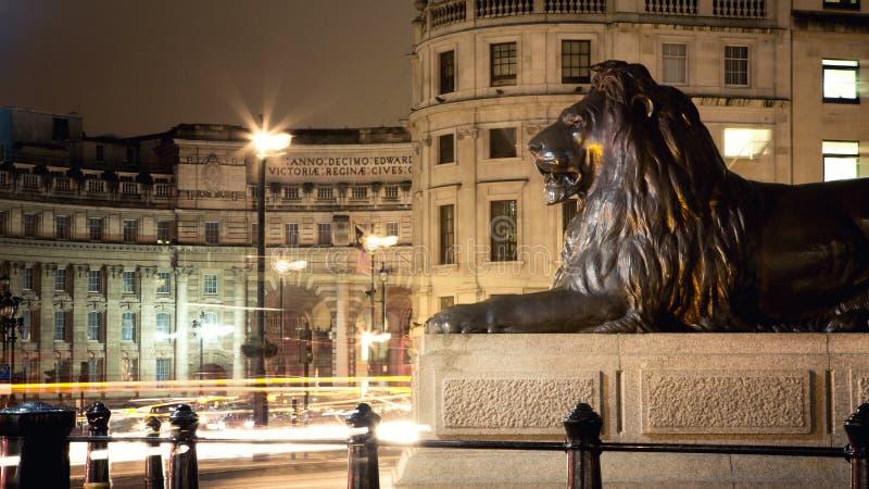 Cuadrado de Trafalgar en la noche imágenes de archivo libres de regalías