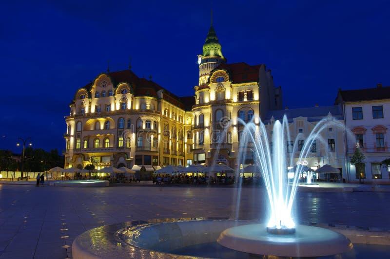 Cuadrado de Unirii en Oradea - Eagle Palace negro 4 fotos de archivo
