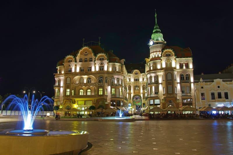 Cuadrado de Unirii en Oradea - Eagle Palace negro 3 fotos de archivo