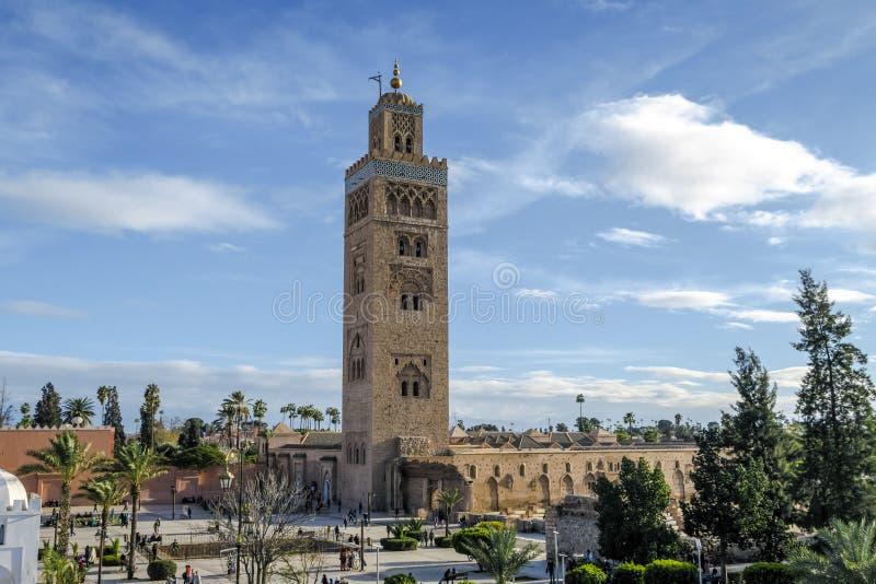 Cuadrado del EL Fna de Djemaa y mezquita de Koutoubia en Marrakesh Marruecos fotos de archivo libres de regalías