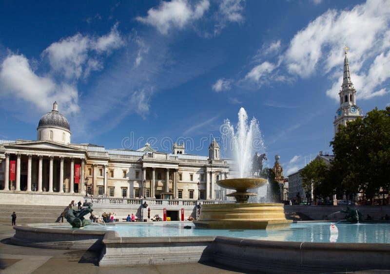 Cuadrado del National Gallery y de Trafalgar fotos de archivo