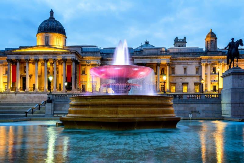 Cuadrado del National Gallery y de Trafalgar en Londres, Inglaterra, Reino Unido imágenes de archivo libres de regalías