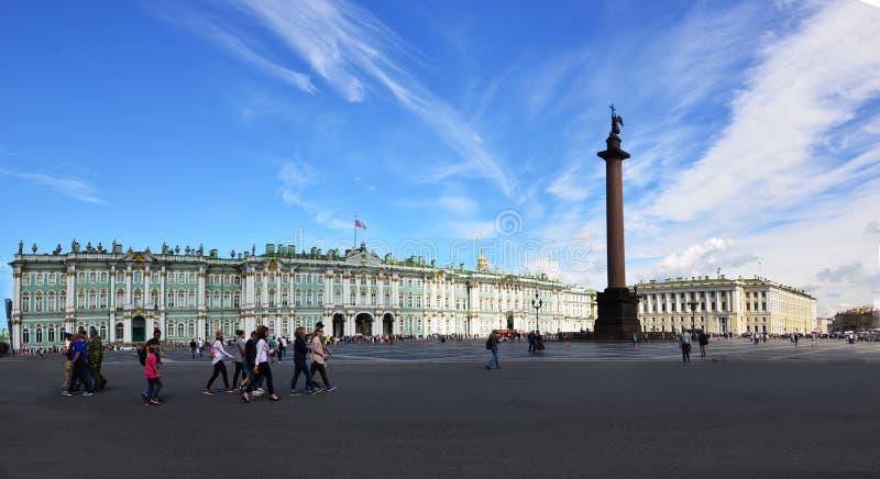 Cuadrado del palacio el cuadrado de ciudad central de St Petersburg imágenes de archivo libres de regalías