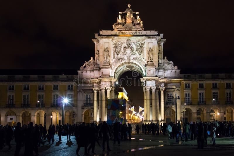 Cuadrado del palacio o cuadrado del comercio en la noche. Lisboa. Portugal fotografía de archivo