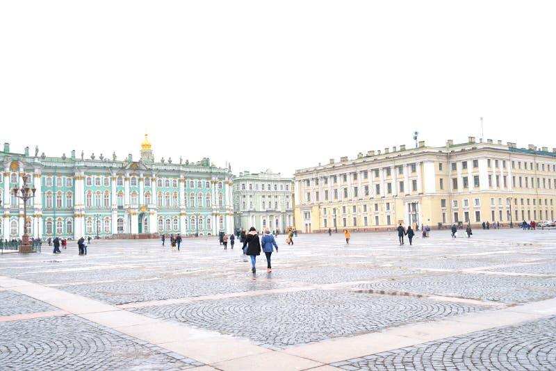 Cuadrado del palacio y el museo de ermita del estado fotos de archivo libres de regalías