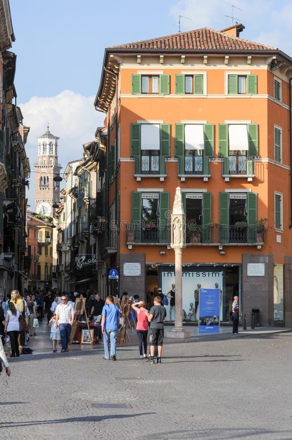 Cuadrado del sujetador en el centro de la ciudad de Verona, Italia fotografía de archivo libre de regalías