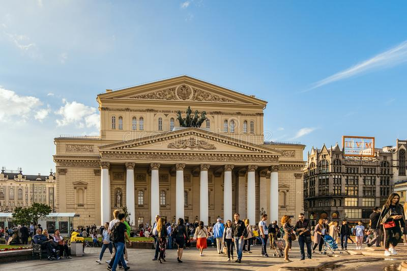 Cuadrado del teatro y ópera académica y ballet del teatro de Bolshoi del estado que construyen en el centro de Moscú foto de archivo