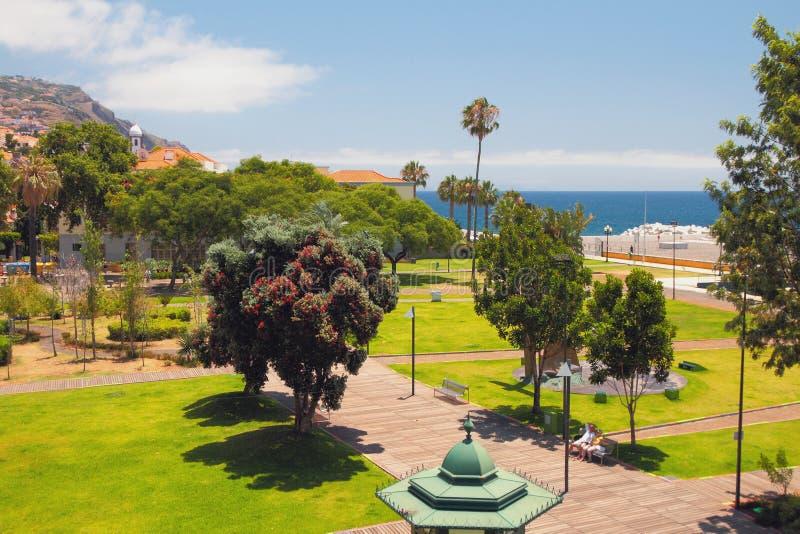 Cuadrado en ciudad de playa Funchal, Madeira, Portugal imagen de archivo