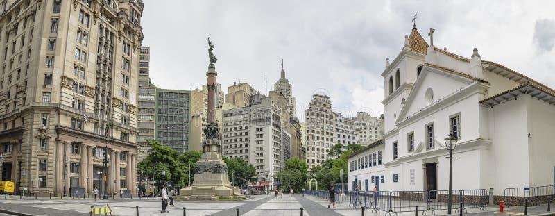 Cuadrado en el centro de la ciudad histórico de SP el Brasil de Sao Paulo fotos de archivo libres de regalías