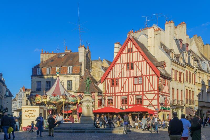 Cuadrado Francois-grosero y la estatua del fabricante del vino, en Dijon fotografía de archivo libre de regalías