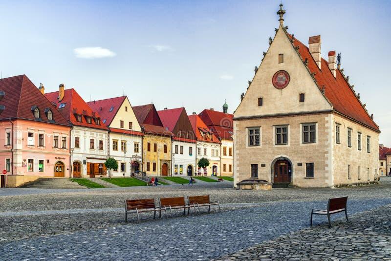 Cuadrado histórico en la ciudad Bardejov, Eslovaquia de la UNESCO foto de archivo