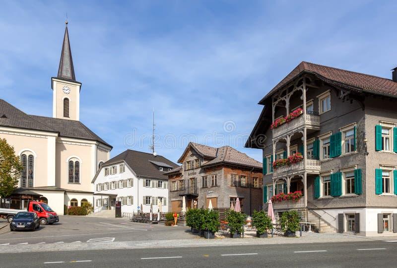 Cuadrado principal Pueblo de Alberschwende, estado de Vorarlberg, Austria foto de archivo libre de regalías