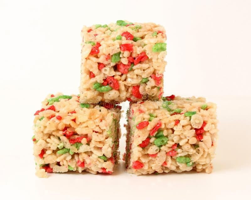 Cuadrados de Krispie del arroz de la Navidad imagenes de archivo
